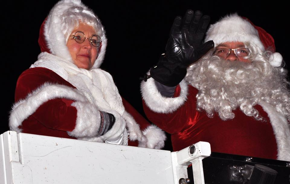 Santa claus is coming to town glows parade and fly in 2015 will be arriving at the fairmont airport on the north pole express at 405 pm friday november 20th everyone is invited to meet and greet m4hsunfo